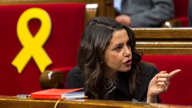 La presidenta del grupo parlamentario de Ciudadanos, Inés Arrimadas, durante una sesión plenaria del Parlament.