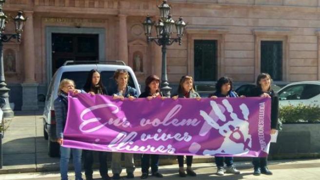 El Grupo de Dones Lleida, ante la Subdelegación del Gobierno de Lleida