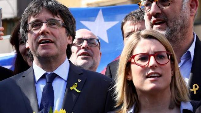 Puigdemont junto a la portavoz de JxCat en el Parlament, Elsa Artadi, en Berlín.