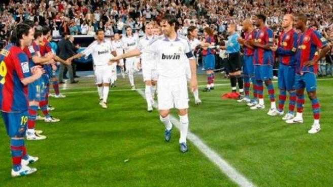 Pasillo del Barça al Real Madrid en 2008.