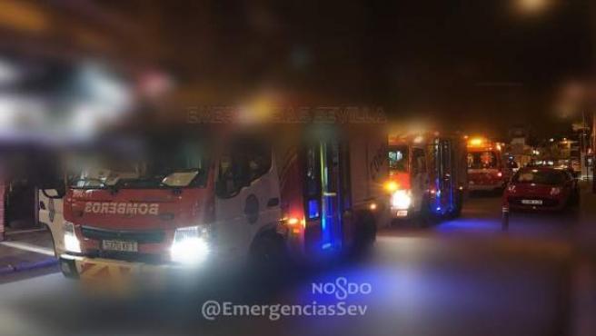 Bomberos actúan en un incendio en la capital