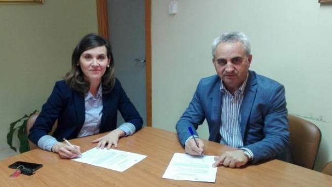 El delegado Maximiano Izquierdo y alcaldesa de Monturque, María Teresa Romero