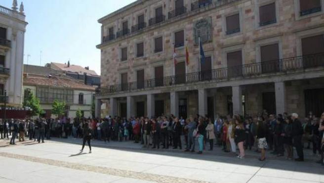 Un minuto de silencio en Zamora tras el último asesinato machista.