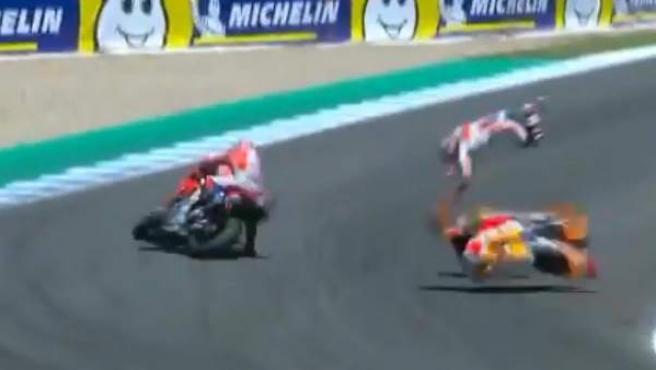 Andrea Dovizioso, Jorge Lorenzo y Dani Pedrosa tuvieron un fuerte accidente en el GP de España de MotoGP.