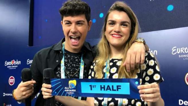 Amaia y Alfred en rueda de prensa en Lisboa tras conocerse que actuarán en la primera mitad de la gran final de Eurovisión.