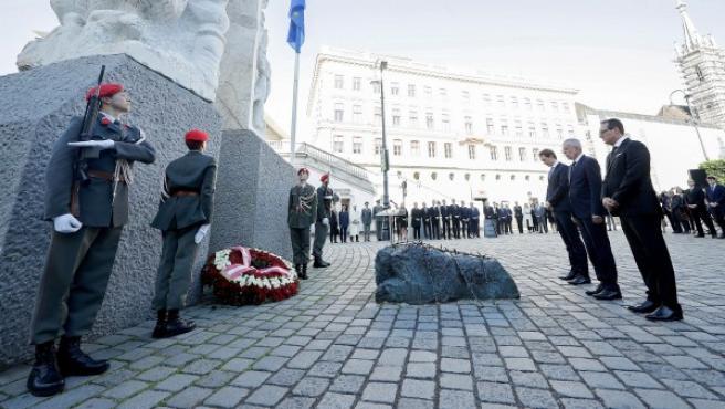 Acto en recuerdo de las víctimas del Holocausto nazi frente al Monumento contra la Guerra y el Fascismo.