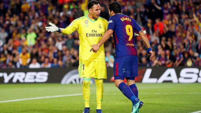 Keylor Navas y Luis Suárez tuvieron un encontronazo verbal en los primeros minutos.
