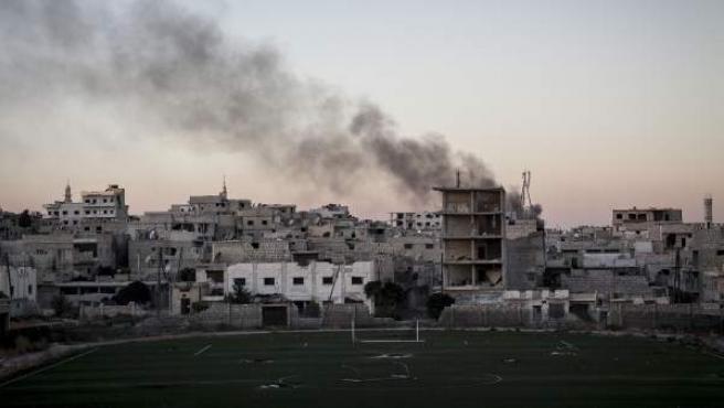 Bombardeos entre las fuerzas gubernamentales del régimen sirio y Frente al Nusra, filial de Al Qaeda en Siria, en la ciudad de Idlib.