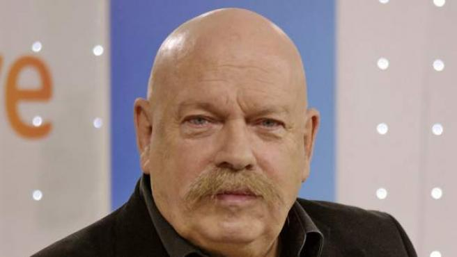 El periodista José María Íñigo, uno de los presentadores habituales del festival de Eurovisión y programas musicales.