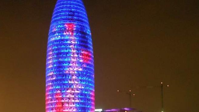 Se ha convertido en un auténtico símbolo en la Ciudad Condal con sus 144,4 metros de altura. Fue construida en 2004 para oficinas y tiene 33 plantas.