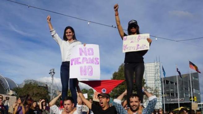 El movimiento feminista Sister, from Austrlia, we believe you, se manifiestó el 6 de mayo en varias ciudades de Australia.