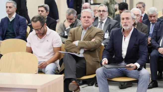 De izda. a dcha.: Álvaro Pérez Alonso 'El Bigotes', responsable de la empresa Orange Market; Pablo Crespo, número dos de la trama Gürtel, y Francisco Correa, empresario y 'cabecilla' de la trama.