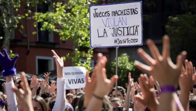 Concentración feminista contra el fallo judicial de La Manada en la Puerta del Sol de Madrid.