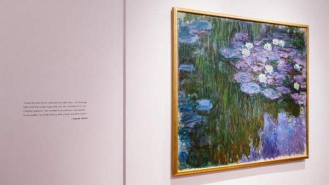 El cuadro 'Nenúfares en flor', del artista francés Claude Monet, en la casa de subastas Christie's de Nueva York.