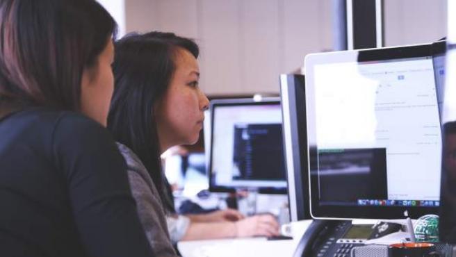 <p>Mujer, trabajadora, ordenador, empresa</p>