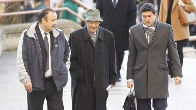 Simón Viñals Pérez y Carlos Viñals Larruga a su llegada al juicio.