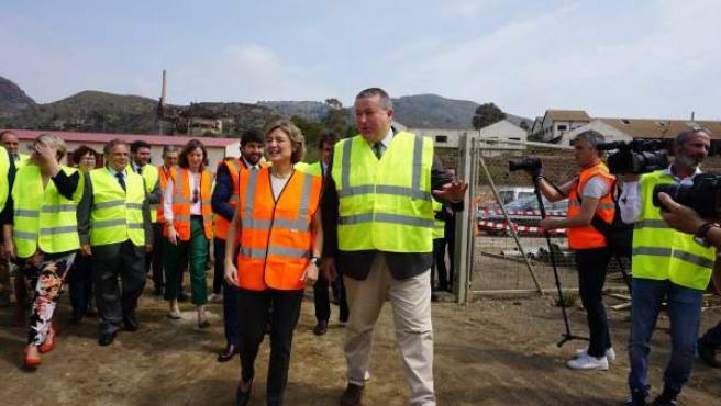 El Delegado Del Gobierno Con La Ministra, Durante La Visita A Portmán