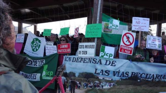 IU lamenta la 'oposición' de PSOE a 'recuperación de caminos usurpados'