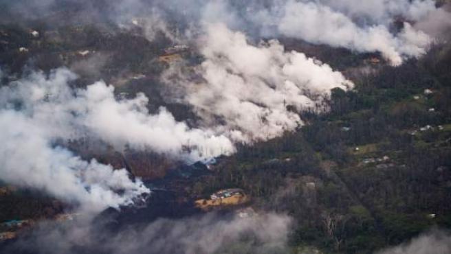 Continúan las erupciones del volcán en Hawai.