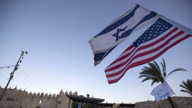 Banderas de Israel y EE UU.