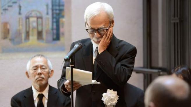 El director de cine japonés Hayao Miyazaki, emocionado durante el homenaje a su fallecido amigo y cofundador de Studio Ghibli, Isao Takahata.