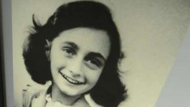 Imagen de Ana Frank en la casa museo de Bergen-Belsen (Alemania).