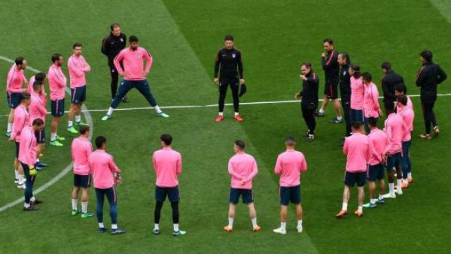 Charla de Simeone en la víspera de la final de la Europa League.