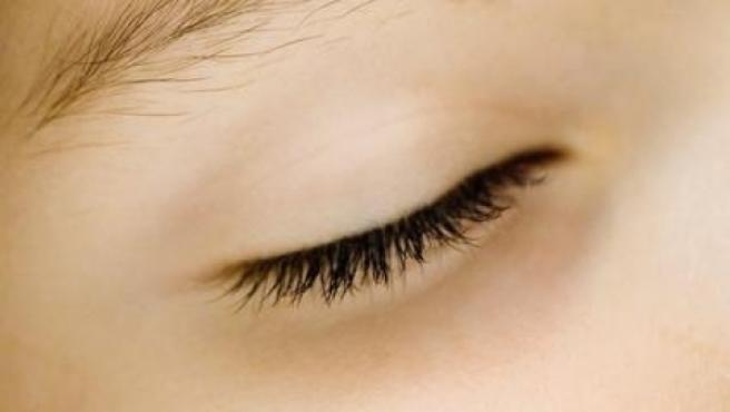 Las ojeras afectan tanto a hombres como a mujeres y pueden ser hereditarias.