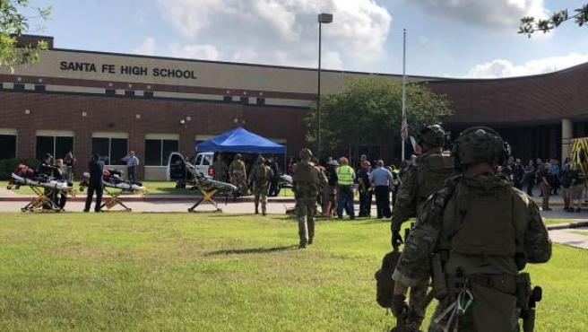 Imagen del tiroteo en el Instituto Santa Fe, al sureste de Texas.