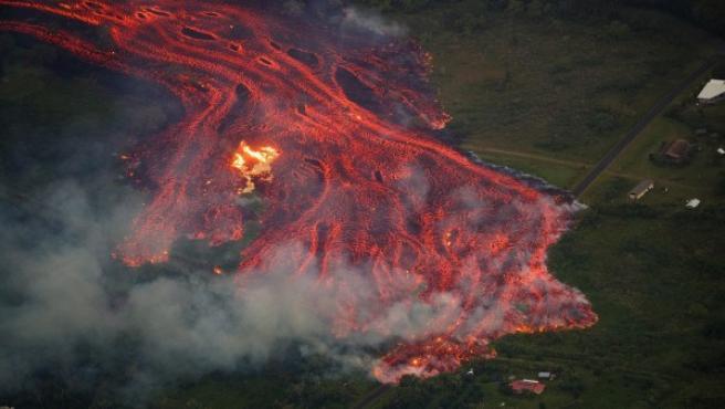 La lava del volcán Kilauea, en Hawái, arrasa todo lo que encuentra a su paso.