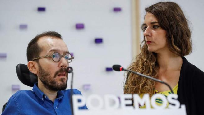 El secretario de Organización y la coportavoz de la dirección de Podemos, Pablo Echenique y Noelia Vera, en la sede del partido.