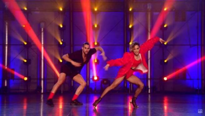 Los concursantes Valero y Lucía interpretando la canción 'Fuego', tema con el que Eleni Fouriera representó a Chile en Eurovisión 2018, que les valió la inmunidad.
