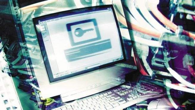 Imagen de un ordenador protegido con un sistema de seguridad.