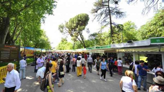 El Parque del Retiro será un año más punto de encuentro entre lectores y escritores en la Feria del Libro de Madrid.