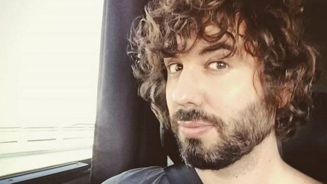 Mikel Izal posa en un 'selfie' en su Instagram.