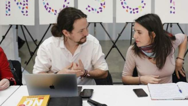 Pablo Iglesias e Irene Montero durante la reunión Rumbo 2020: La revolución ya es feminista.