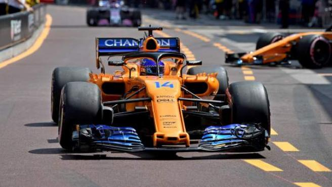 Fernando Alonso abandonó en el GP de Mónaco por un problema de caja de cambios.