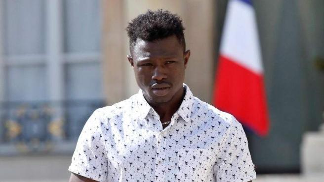 Mamoudou Gassamba en el Palacio del Elíseo tras el encuentro con Macron.