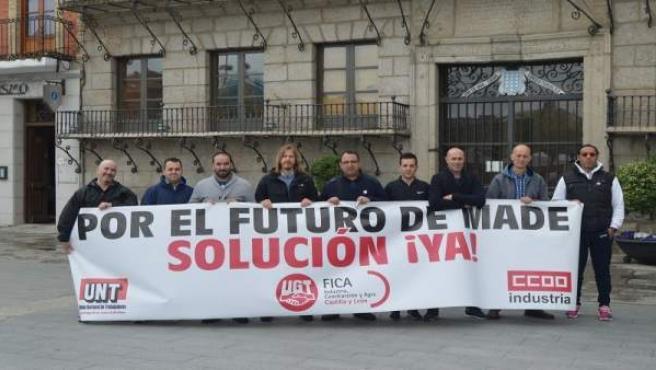 Fernández con los trabajadores de MADE.
