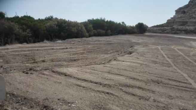 Rastro del movimiento de tierras sin autorización en la playa de El Corral