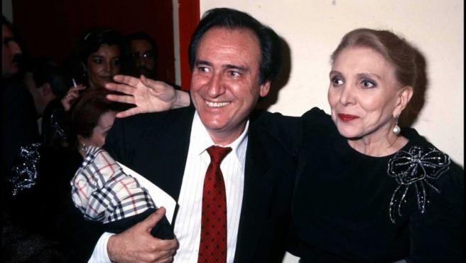 María Dolores Pradera con Manolo Escobar, en una imagen de 1990.