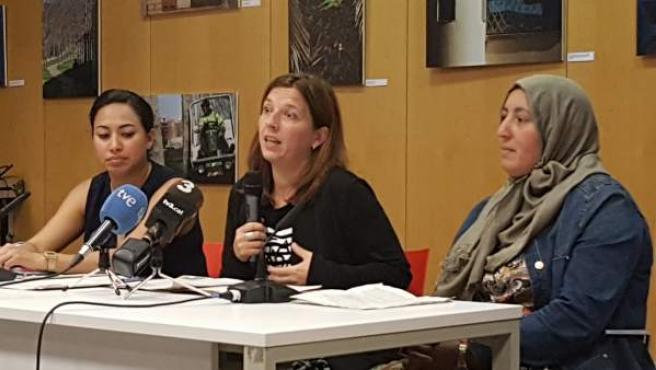 Laia Ortiz y las receptoras de la SMI Alba y Rkia.