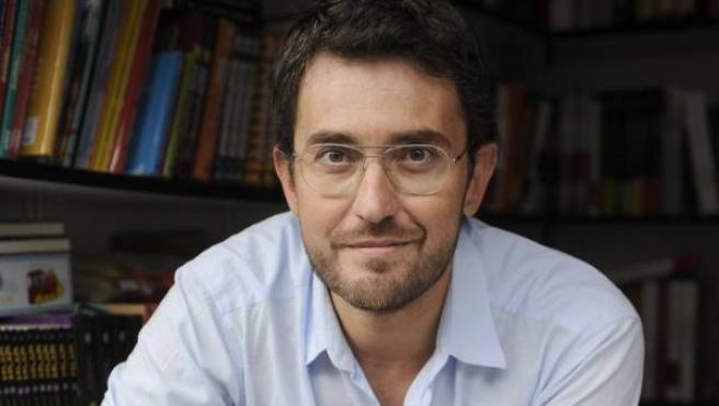 El periodista y presentador Maxim Huerta en la Feria del Libro de Madrid 2012.
