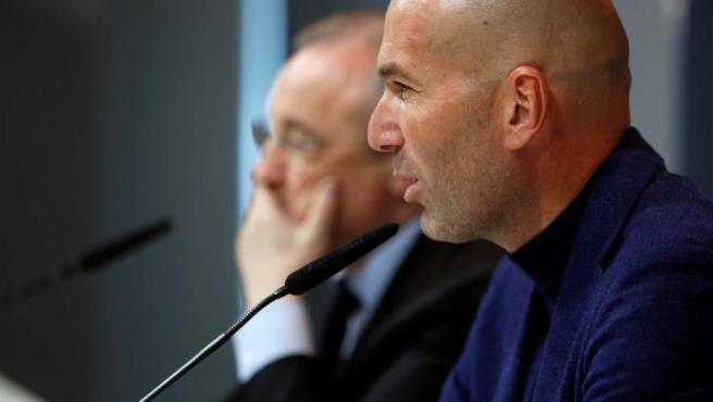 Zidane, durante la rueda de prensa de su adiós al Real Madrid.