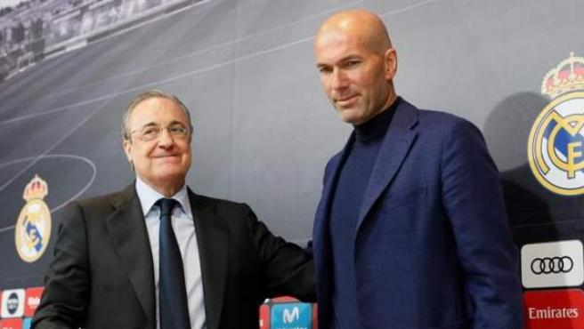 Florentino Pérez and Zinedine Zidane, at the farewell to the Frenchman from Real Madrid.