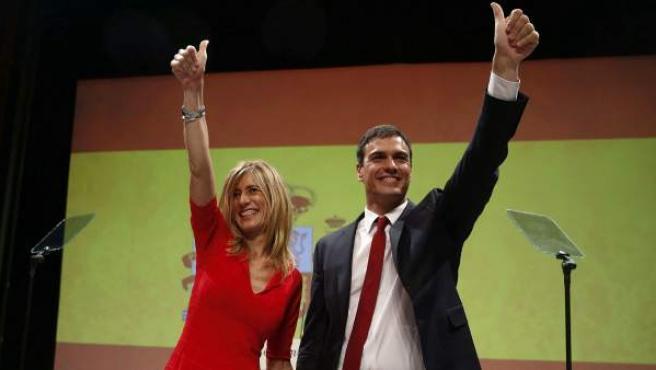 El secretario general del PSOE, Pedro Sánchez, acompañado de su mujer, Begoña Gómez, tras ser designado candidato del partido a la Moncloa.