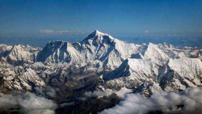 Una vista general del monte Everest.