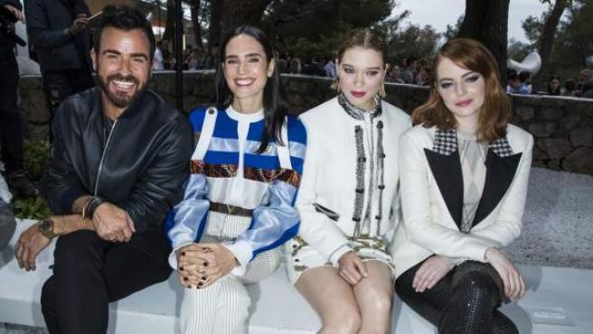 Justin Theroux, Jennifer Connelly, Léa Seydoux y Emma Stone durante la presentación de la colección Crucero 2019 de Louis Vuitton en Saint-Paul-De-Vence, Francia.