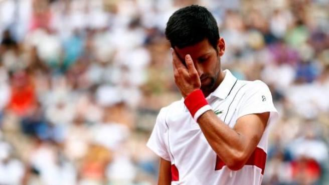 Novak Djokovic sufre para ganar a Roberto Bautista en Roland Garros