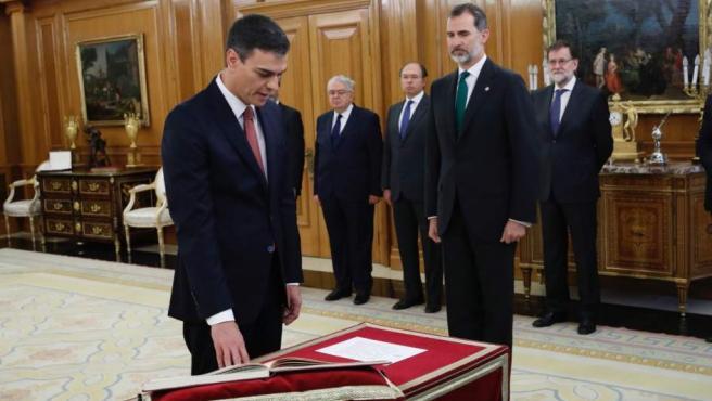 Pedro Sánchez, en el momento de prometer su cargo en Zarzuela este 2 de junio.